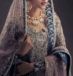 @pakistanvogue | Zainab Chottani