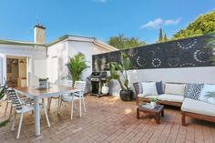 Outdoor luxury living, photo from Auction in Sydney, Australia. http://www.jamesprattauctions.com