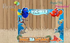 Buscando a Nemo marco foto / Dory fiesta / Birthday Backdrops / Photo Booths / Dory / Nemo Cumpleaños / Nemo Selfie frame / Buscando a Dory Birthday Photo Booths, Birthday Backdrop, First Birthday Parties, First Birthdays, 2nd Birthday, Nemo Y Dory, Picture Frames For Parties, Finding Nemo, Baby Shower