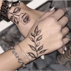 Most Meaningful One Word Tattoos To Ink On Your Body - Spat Starctic Hand Tattoos, Wörter Tattoos, One Word Tattoos, Tatuajes Tattoos, Tribal Sleeve Tattoos, Neue Tattoos, Badass Tattoos, Couple Tattoos, Finger Tattoos