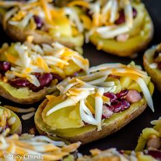 Pečené plněné brambory - Spicy Crumbs Baked Potato, Potatoes, Treats, Baking, Breakfast, Ethnic Recipes, Food, Sweet Like Candy, Morning Coffee