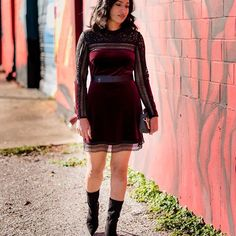 ******NEW POST ALERT****** What better time to bring out the most loved dress! Read through the full post on my blog. Link in bio! • • • • • • • • #happyholidays #holidaylook #velvetdress #sockboots #wallwanderings #dressedtomatch #topshop #stylemarc #fashionblogger #fblogger #houstonblogger #instapic #styleinspo #girlboss #desigirl #topshop @topshop @marc.fisher #newpost #instripesanddots