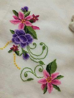 Beaded Cross Stitch, Cross Stitch Rose, Counted Cross Stitch Kits, Cross Stitch Animals, Cross Stitch Flowers, Cross Stitch Embroidery, Handkerchief Embroidery, Pillow Embroidery, Ribbon Embroidery