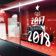 Weg met de oude, tijd voor iets nieuws. Het nieuwe jaar is aan de beurt, vol geluk en creativiteit. Vier het met deze leuke raamtekening!
