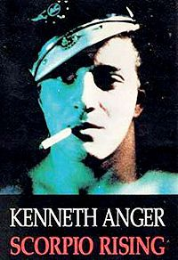 Scorpio Rising | 1964  Fotografía, escrita y dirigida por, Kenneth Anger, 1964, Usa, con música variada, éxitos de los 50/60 -ver abajo lista-. Película de culto, cine experimental independiente, homosexuales que les va la tendencia nazi , las drogas y las motos, considerado uno de primeros films posmodernos
