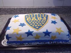 Torta bandera Boca Juniors Boca Jr, Candy, Birthday, Chocolates, Foods, Birthday Cake, Male Birthday Cakes, Painted Trays, Food Food