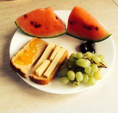 Τι τρώει όλη μέρα μια διατροφολόγος; Η Ζωή Γιαννακάκη μας άφησε να μπούμε στο διαιτολόγιό της / Food / Woman TOC Cantaloupe, Watermelon, Diet, Fruit, Health, Food, Health Care, Essen, Meals
