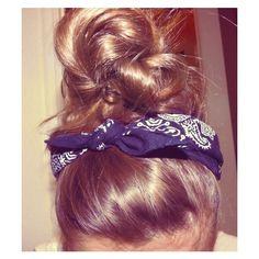 messy bun | Tumblr ❤ liked on Polyvore featuring hair, hairstyles, hair styles, pictures and cabelos