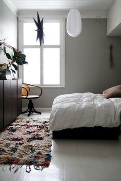 TIPS FOR BUYING A VINTAGE BOUCHEROUITE RUG Bedroom Art Above Bed, Modern Bedroom Decor, Bedroom Ideas, Bedroom Prints, Minimalist Bedroom, Dream Bedroom, Interior Design, House Styles, Furniture