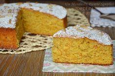 La torta di zucca e pinoli è una torta straordinariamente soffice e saporita, ideale per la colazione o la merenda, piacerà anche a chi non ama la zucca!