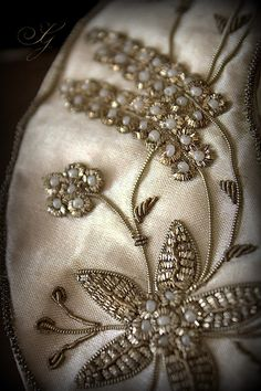 How to Make a Buttonhole With a Standard Sewing Machine Foot Goldwork & pearls embroidery Zardosi Embroidery, Pearl Embroidery, Wedding Embroidery, Tambour Embroidery, Hand Work Embroidery, Couture Embroidery, Embroidery Motifs, Embroidery Fashion, Hand Embroidery Designs