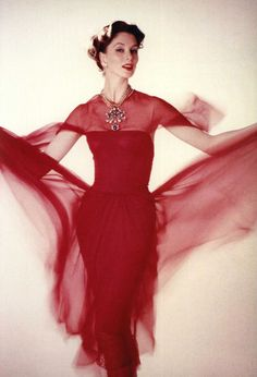 Suzy Parker in Chanel Dress, 1956 Vestido Chanel Vintage, Red Fashion, Fashion Models, Chanel Fashion, High Fashion, Winter Fashion, Suzy Parker, Vintage Dresses, Vintage Outfits