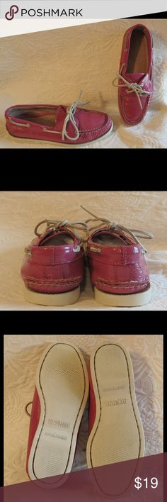 """Sperry Pink Lace Up  Boat Shoes Flats Size 7 M Sperry Pink Lace Up Flats Size 7 M Heels .5"""" Lup  Use Related Discoloration & Wear On The Inside Of Both Shoes  Most of my items are like new these are don't but still in what I would call good condition. AS IS please no returns I am disclosing they aren't perfect  price totally reflects that as well NO TRADES (S061) Sperry Top-Sider Shoes"""