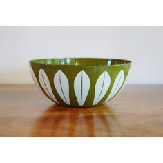 Cathrineholm Lotus Enamelware Bowl, Catherineholm Norway Avocado Green... ($73) ❤ liked on Polyvore featuring home, kitchen & dining, serveware, white bowl, white serveware, lotus flower bowl and lotus bowl
