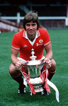 Sport Football Manchester United's Martin Buchan holds the FA Cup trophy which they won by beating Liverpool 21 Manchester United Wallpaper, Manchester United Legends, Manchester United Players, Man Utd Squad, Man Utd Fc, Sport Football, Football Players, Retro Football, Football Stuff