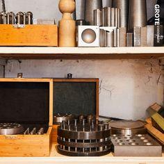 Selbst nach so vielen Jahren freue ich mich immer wieder beim Anblick des Werkzeuges. Vieles von dem Goldschmiede-Werkzeug wird bereits über viele Generationen in unveränderter Weise verwendet.  #trauringe #verlobungsringe #verlobungsring #goldschmiede #goldschmied Liquor Cabinet, Storage, Furniture, Home Decor, Purse Storage, Decoration Home, Room Decor, Larger, Home Furnishings