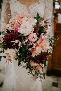 with tones of blush pink, burgundy and lots of greenery, we are majorly swooning over this bridal bouquet! #Weddingsbouquets