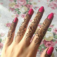 New Finger Henna Mehndi Designs - Kurti Blouse New Mehndi Designs 2018, Latest Finger Mehndi Designs, Mehndi Designs For Girls, Mehndi Design Pictures, Unique Mehndi Designs, Beautiful Mehndi Design, Mehandi Designs, Mehndi Images, Heena Design