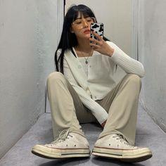 Korean Fashion Minimal, Asian Fashion, Aesthetic Couple, Khaki Pants Outfit, Ulzzang Korean Girl, Ulzzang Style, Neutral Outfit, College Outfits, Poses