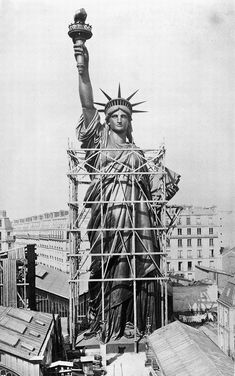 The Statue of Liberty designed by French sculptor Frederic Auguste Bartholdi towers over Paris rooftops in (AP Photo/Agence Papyrus) The Amazing Construction of the Statue of Liberty in Photos Statue Of Liberty Facts, Statute Of Liberty, Statue Of Liberty France, Vintage Pictures, Old Pictures, Old Photos, Paris 1900, Old Paris, Greek Statues