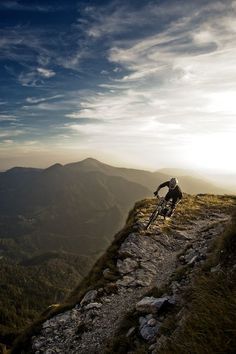 The ridge #thepursuitofprogression #Lufelive #Mountain #MountainBike #MountainBiking #LA #NY: