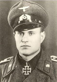 57. Fritz Amling (17 Januari 1916 - 6 Maret 1994)  Ritterkreuz (11 Desember 1942) : Wachtmeister dan Zugführer 3.Batterie / Sturmgeschütz-Abteilung 202 / 9.Armee / Heeresgruppe Mitte  Pangkat terakhir: Oberwachtmeister