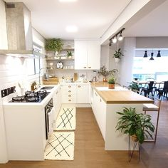 rustic home decor Kitchen Room Design, Kitchen Dinning, Farmhouse Style Kitchen, Home Decor Kitchen, Interior Design Kitchen, Home Kitchens, Home Design Decor, Küchen Design, Townhouse Interior