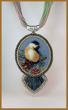 Beads Beading Beaded, with Erin Simonetti: If not the Holiday Themed Pendant. Beaded Brooch, Beaded Earrings, Beaded Jewelry, Seed Bead Patterns, Beading Patterns, Bead Loom Bracelets, Beaded Animals, Loom Beading, Jewelry Making Beads