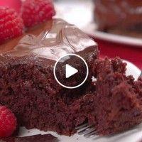 Tip-Hero-Chocolate Crazy Cake - recipes - Earthquake Cake Food Cakes, Cupcake Cakes, Crazy Cake Recipes, Crazy Cakes, Vegetarian Chocolate, Vegan Chocolate, Vegan Desserts, Dessert Recipes, Dairy Free Chocolate Cake