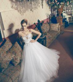 Image from http://www.fashiondivadesign.com/wp-content/uploads/2013/04/wedding-dresses-1-420x470.jpg.