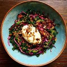 This dish will make any day better- Butter bean & cauliflower hummus with cavolo nero, red cabbage, a parsley & almond pesto topped with a tamari seed crunch. Bean Recipes, Healthy Recipes, Cauliflower Hummus, Better Butter, Red Cabbage, Mediterranean Recipes, Vegan Dishes, Cavolo Nero Recipe, Gastronomia