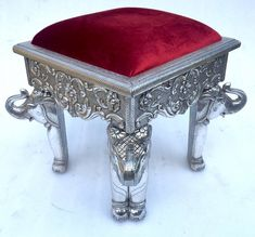 We are providing the Best Silver Furniture. Rameshwaram arts are the Silver furniture Manufacturer and supplier Company. Silver Furniture, Metal Furniture, Furniture Ideas, Home Furniture, Silver Sofa, Silver Coffee Table, Craft Presents, Furniture Manufacturers, Sofa Set