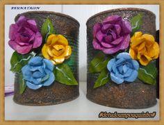Latas recicladas de doce , com técnica de ferrugem, decorada com flor de latinha ( Bruna Talon)