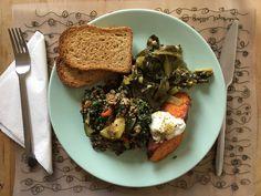 Green Mix: Acelgas con ajo y vinagre de cidra. Ensalada tibia de espinacas, quinoa, pimientos, cebolla y calabacín, con limón y aceite de oliva. Boniato asado con alioli de yogurt.