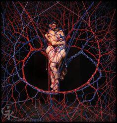 說到綑綁PLAY都會先想到一個女生或男生被五花大綁給綁起來的模樣,雖然綑綁起來有點害羞~但好好欣賞的話,可以發現這種綑綁也需要相當的技術!打結的方式以及呈現的方式都是一種《綑綁藝術》而且有種獨特的美感