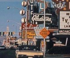 New vintage wallpaper travel retro ideas 70s Aesthetic, Aesthetic Vintage, Aesthetic Photo, Aesthetic Pictures, Aesthetic Beauty, Retro Vintage, Vintage Vibes, Photo Wall Collage, Picture Wall