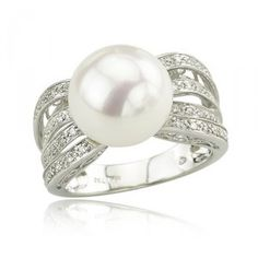 I have always wanted a pearl ring..this one would work just fine :)