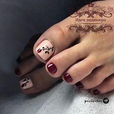 La imagen puede contener: una o varias personas y primer plano Pedicure Designs, Pedicure Nail Art, Toe Nail Designs, Red Pedicure, Pedicure Ideas, Mani Pedi, Toe Nail Color, Toe Nail Art, Nail Colors