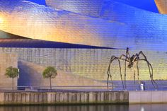 Espagne, Biscaye, Pays Basque espagnol, Bilbao, musée Guggenheim ouvert en 1997 de l'architecte américano-canadien Frank Gehry avec la sculpture de l'artiste Louise Bourgeois intitulée Maman © Ludovic MAISANT