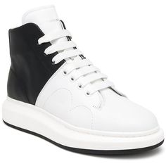 Alexander McQueen Bicolor High Tops (1.755 BRL) ❤ liked on Polyvore featuring men's fashion, men's shoes, men's sneakers, apparel & accessories, alexander mcqueen mens shoes, mens high top shoes, mens high top sneakers and mens lace up shoes