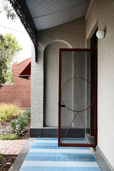 Oak Tree House by Kennedy Nolan won the Residential Award at 2019 Australia Interior Design Awards Terrazzo, Kennedy Nolan, Interior Design Awards, Interior Modern, Small Swimming Pools, Melbourne, Adaptive Reuse, Architect House, Floor Finishes