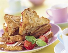 Heerlijke zomerse lunch of als toetje na een luchtige zomersalade. French Toast, Sandwiches, Lunch, Breakfast, Morning Coffee, Eat Lunch, Paninis, Lunches, Morning Breakfast