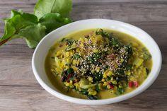 Rezept für gelbes Linsen Curry mit Mangold: ein farbenfrohes Curry für trübe Sommertage - glutenfrei & vegan ➤ meergruenes.de