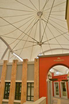 Velaria con poste flotante Fabric Structure, Steel Structure, Membrane Structure, Tensile Structures, Dome Tent, Canopy Design, Canopies, Dance Studio, Civil Engineering
