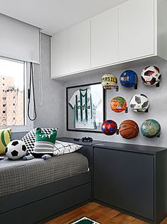 Teen Bedroom Designs, Room Ideas Bedroom, Small Room Bedroom, Kids Bedroom, Bedroom Decor, Football Rooms, Football Bedroom, Cool Boys Room, Boy Room