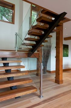 Modern Staircase Design Ideas - Modern stairs are available in several styles and designs that can be real eye-catcher in the various area. We've put together ideal designs of staircases that can offer. Modern Stair Railing, Stair Railing Design, Modern Stairs, Design Of Staircase, Metal Stairs, Glass Stairs Design, Modern Log Cabins, Modern Barn, Escalier Design