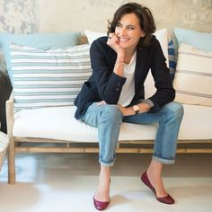 Ines de la Fressange in a classic Parisian look: Navy, white, jeans and red Fashion Mode, Fashion Over 50, Womens Fashion, Emo Fashion, Ladies Fashion, Fashion Art, Fashion Trends, Mode Outfits, Fashion Outfits