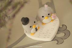 penguin wedding cake topper --Special Edition #penguinscaketopper #penguinswedding #ideas #cute #animals #handmadepenguin #claydoll #customcaketopper #initials #unique #cakedecor #bouquet #veil #pink #ceremony #kikuikestudio #ペンギン #Pinguin #pingüino #manchot