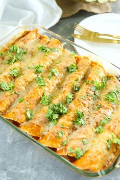 Need a healthy, homemade dinner that is quick and easy? This recipe for 25 Minute Butternut Squash Black Bean Enchiladas is just what you need! The BEST! Healthy Breakfast Recipes, Healthy Eating, Healthy Recipes, Healthy Meals, Mexican Food Recipes, Vegetarian Recipes, Mexican Dishes, Butternut Squash Enchiladas, Black Bean Enchiladas
