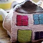 Kirsties' freebie teapot holder. Just cute as a button. From her book. Thank so for pattern I'd like to do something similar in crochet.